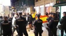 La Policía evita que ultras se acequen a la concentración en solidaridad con Cataluña