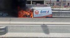 Una forgoneta echa a arder en la A-7 a la altura de Estepona