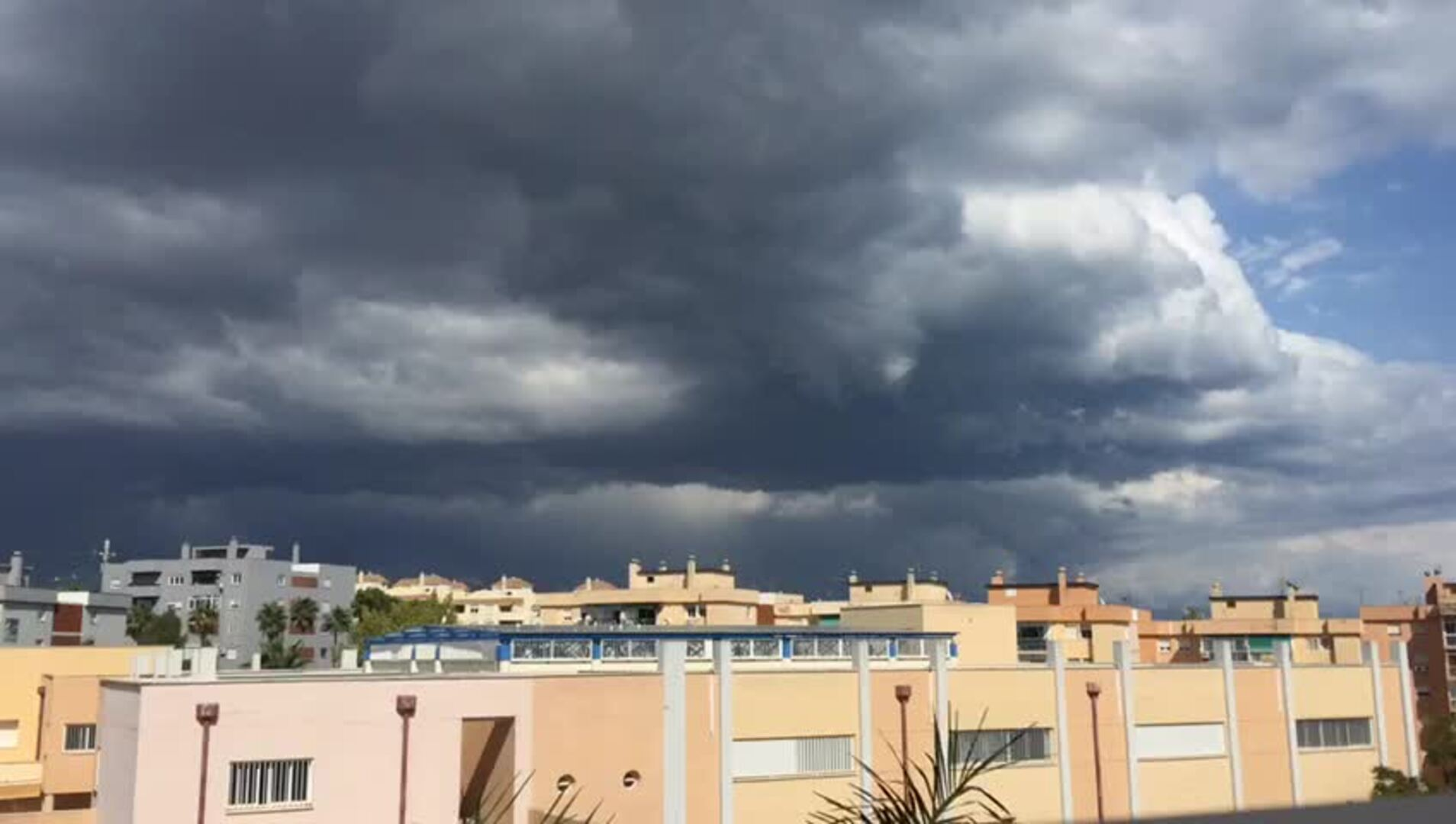 Espectacular timelapse: así entraba la tormenta en Málaga
