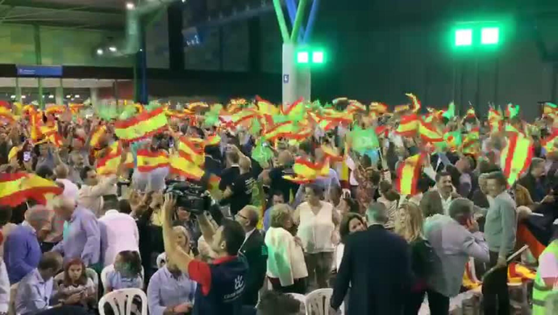 Comienzo del mitin de Vox con el 'Y Viva España' de Manolo Escobar