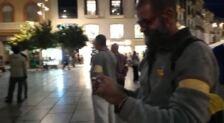 Cánticos en la concentración en Málaga  en solidaridad con Calañuna y por la amnistía