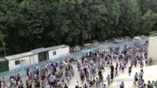 Ambiente en el exterior de Anoeta durante su estreno