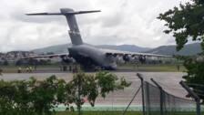 Un avión del Ejército de Estados Unidos aterriza en Hondarribia por la cumbre del G7