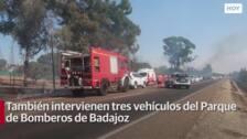 El Infoex y los bomberos de Badajoz controlan el incendio de Campomanes