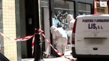 Los bomberos retiran un enjambre de abejas en Gijón