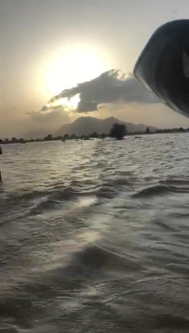 Bomberos conduciendo 'por encima del agua' en Los Alcázares de Murcia