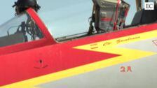 Los cazas sobrevuelan Gijón
