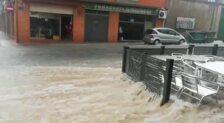 Las fuertes lluvias anegan las calles de Jumilla