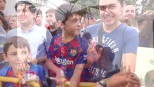200 personas reciben al FC Barcelona en el aeropuerto de Granada