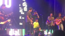 Ricardo, el niño con la enfermedad de Duchenne, protagonista en el concierto de su grupo favorito en Motril