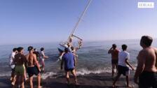 Las imágenes del rescate del velero de Salobreña: un trabajo en equipo