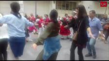Los concejales bailan 'Los pajaritos'