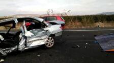 Remolcan el coche donde viajaba el hombre fallecido en un accidente en Corera