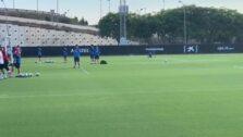 Los jugadores del Valencia CF se ejercitan en Paterna