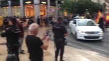 Proindependentistas y ultras se manifiestan frente a frente en las calles de Valencia