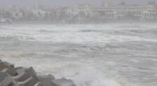 Rescate en la Marina de Valencia durante el temporal