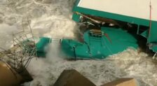El mar se traga el ferry de Dénia por el temporal