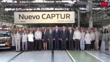 Felipe VI visita las instalaciones de la factoría de Renault en Valladolid