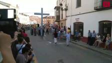 Una comparsa se disfraza de Franco en el Valle de los Caídos en Osorno