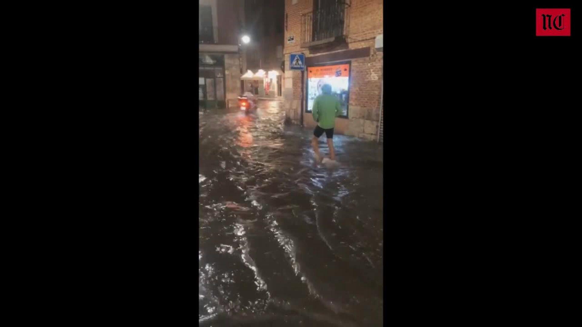 La calle Platerías de Valladolid, inundada