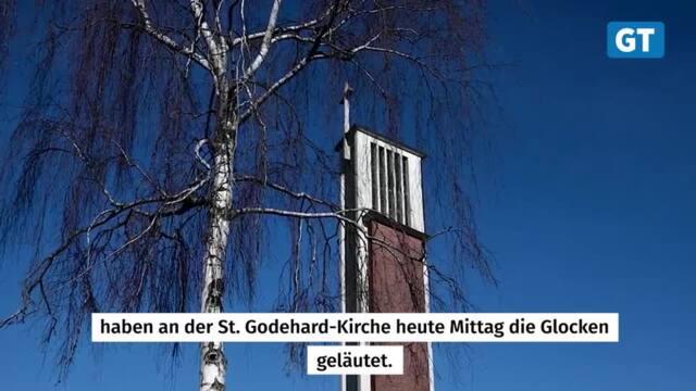 Kirchenglocken läuten aufgrund geglückter Sprengung