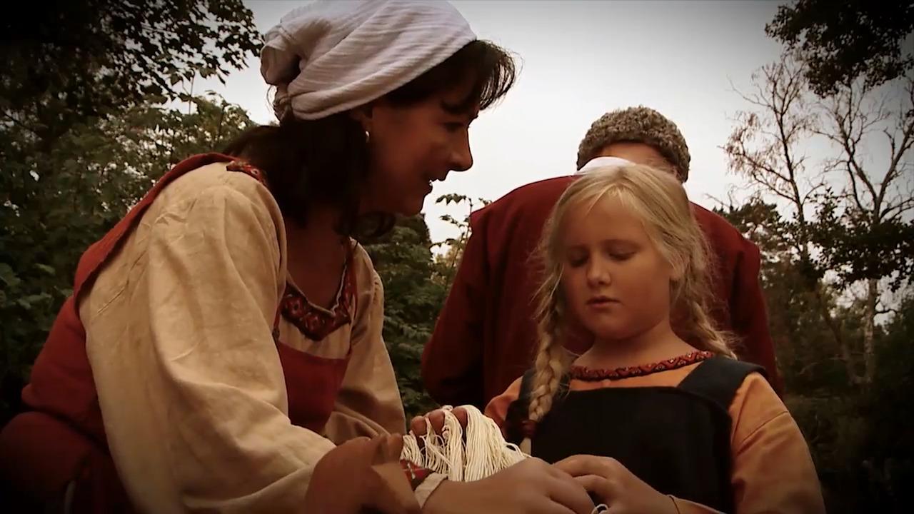 Flickornas och kvinnornas historia - En översikt