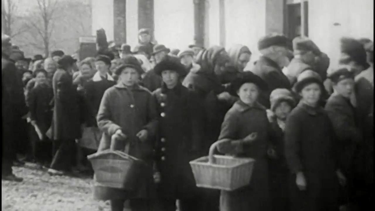 Flickornas och kvinnornas historia - Rösträtt, lön och rätten att bli myndig