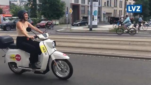 LVZ-Reporterin Yvonne Schmidt testet E-Schwalben in Leipzig