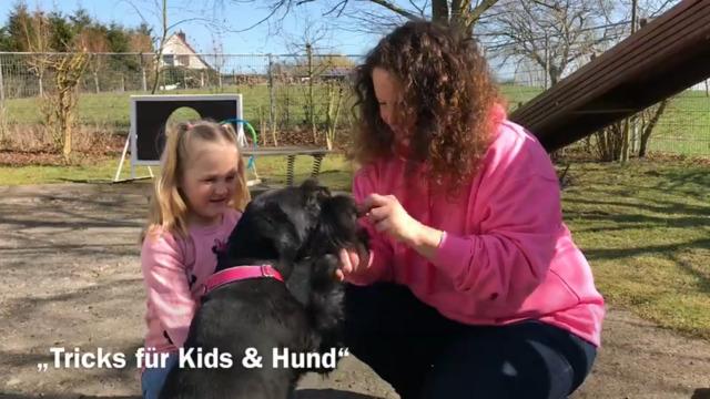 Tiertrainerin zeigt mit Tricktraining, wie Kinder ihren Hunden Kunststücke beibringen können (J. Schultz, 12.4.2021)
