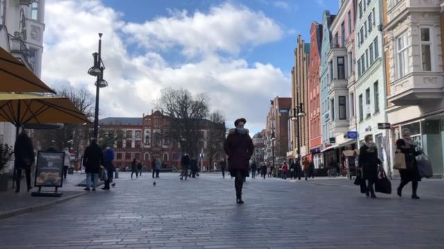 Corona-Inzidenz steigt, in Rostock bleibt sie niedrig: Warum ist das so? (Video: OZ | 19.07.2020)