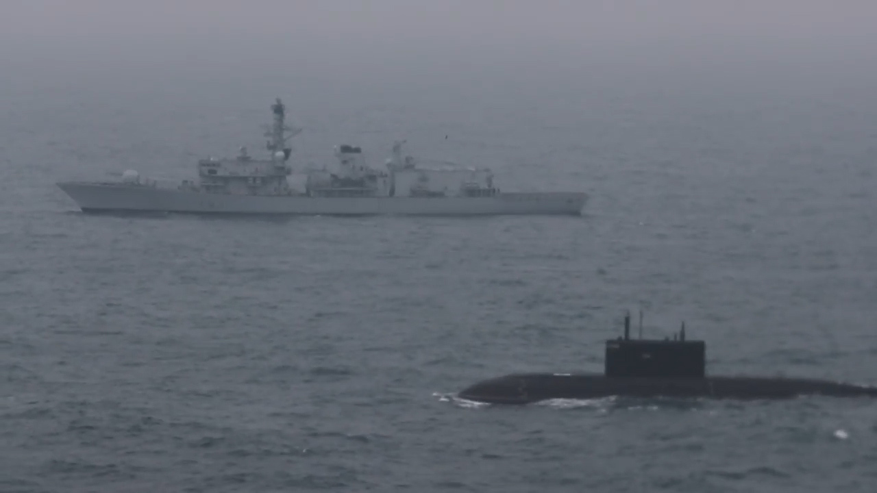 Russia 'could CRIPPLE Britain by cutting undefended undersea