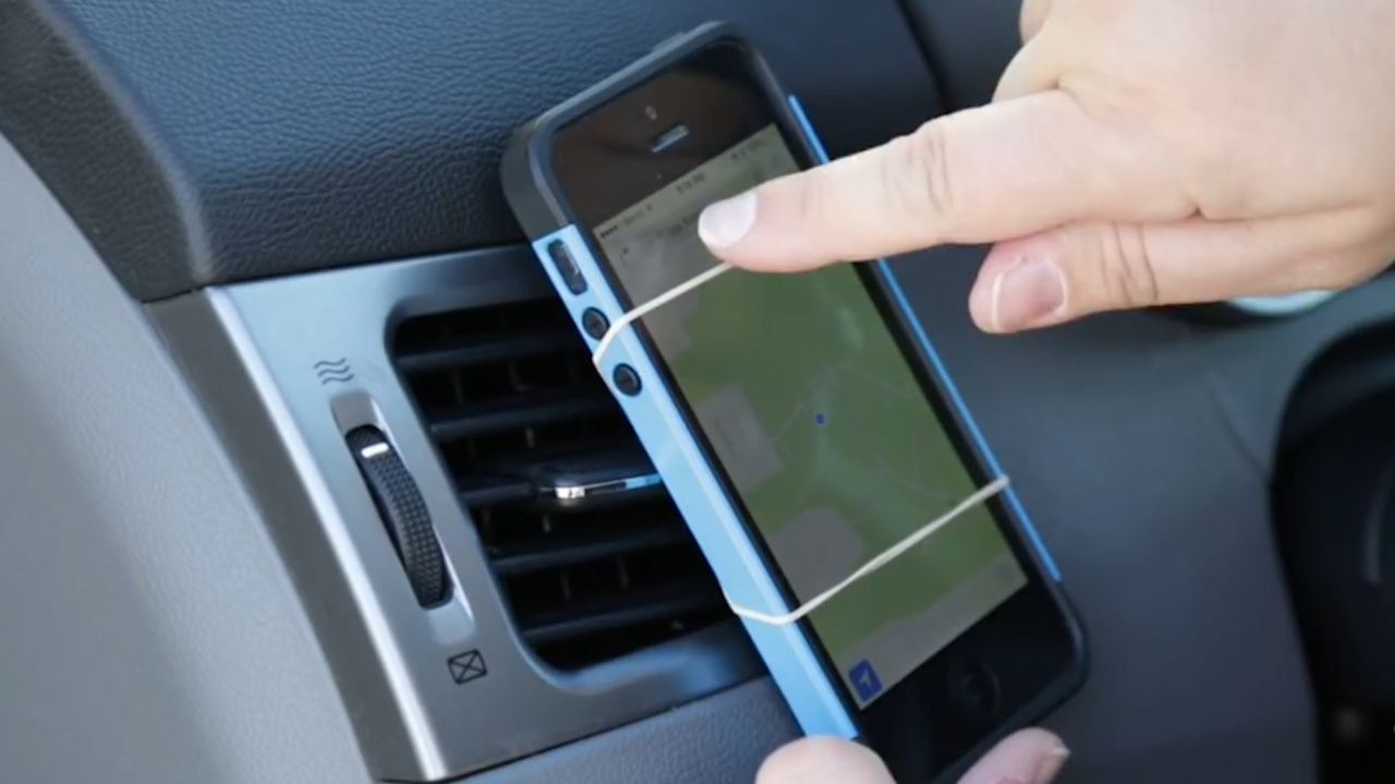 044f4f254276bd Is it illegal to use your mobile phone as a sat-nav? Make sure you don't  break the law