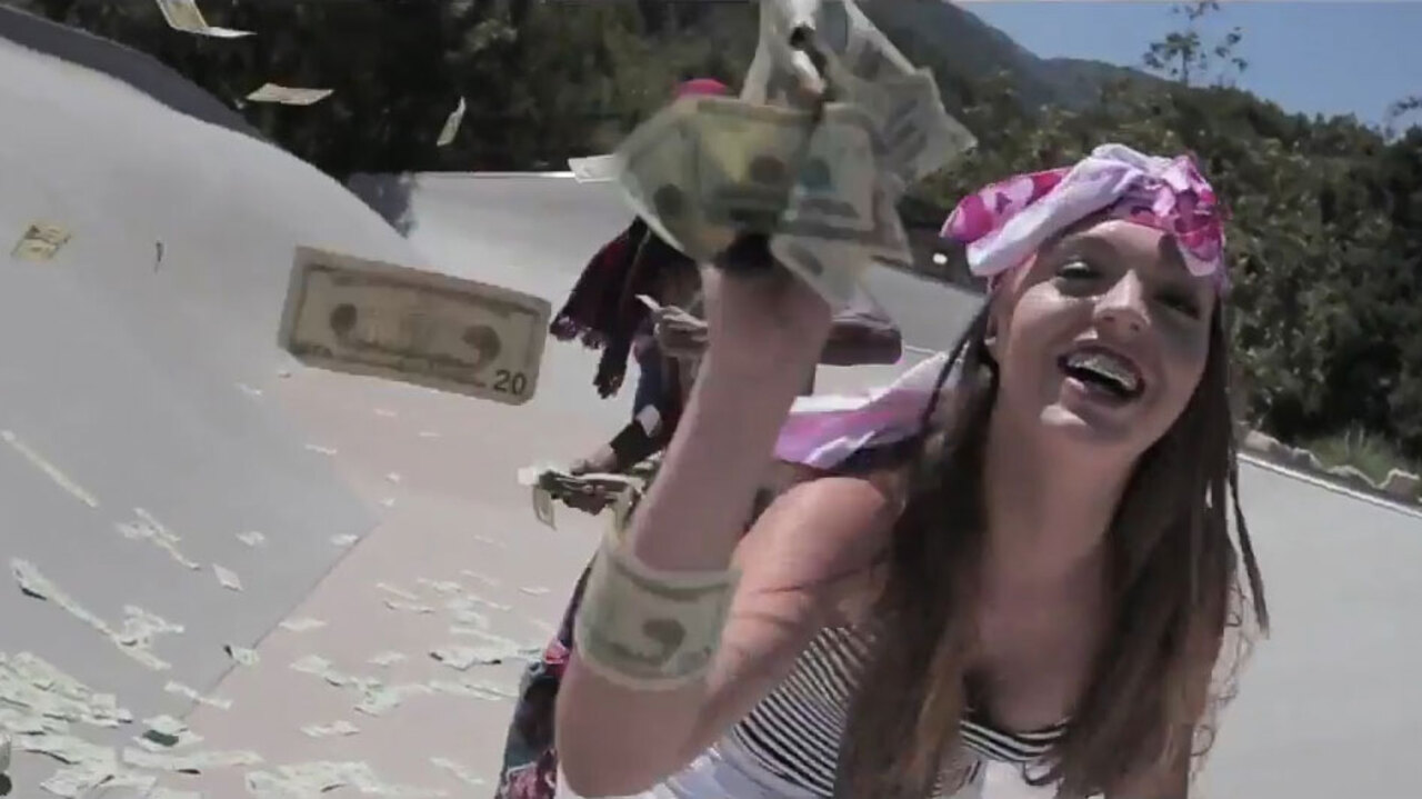 7514e38ce09455 Is this teen the new Rachel Dolezal? White girl wears grills, makes rap  videos and has her hair in dreadlocks… as she claims she's BLACK