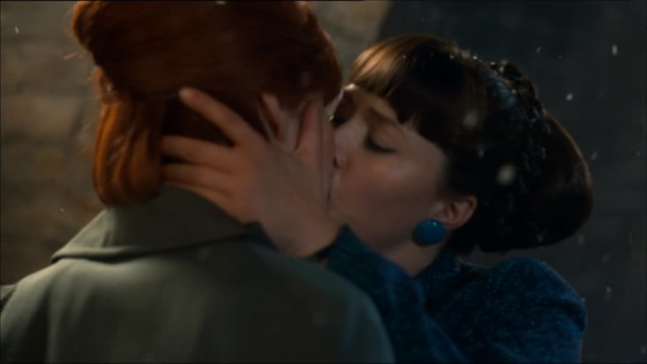 Kissing redhead lesbians Category:Lesbian eroticism