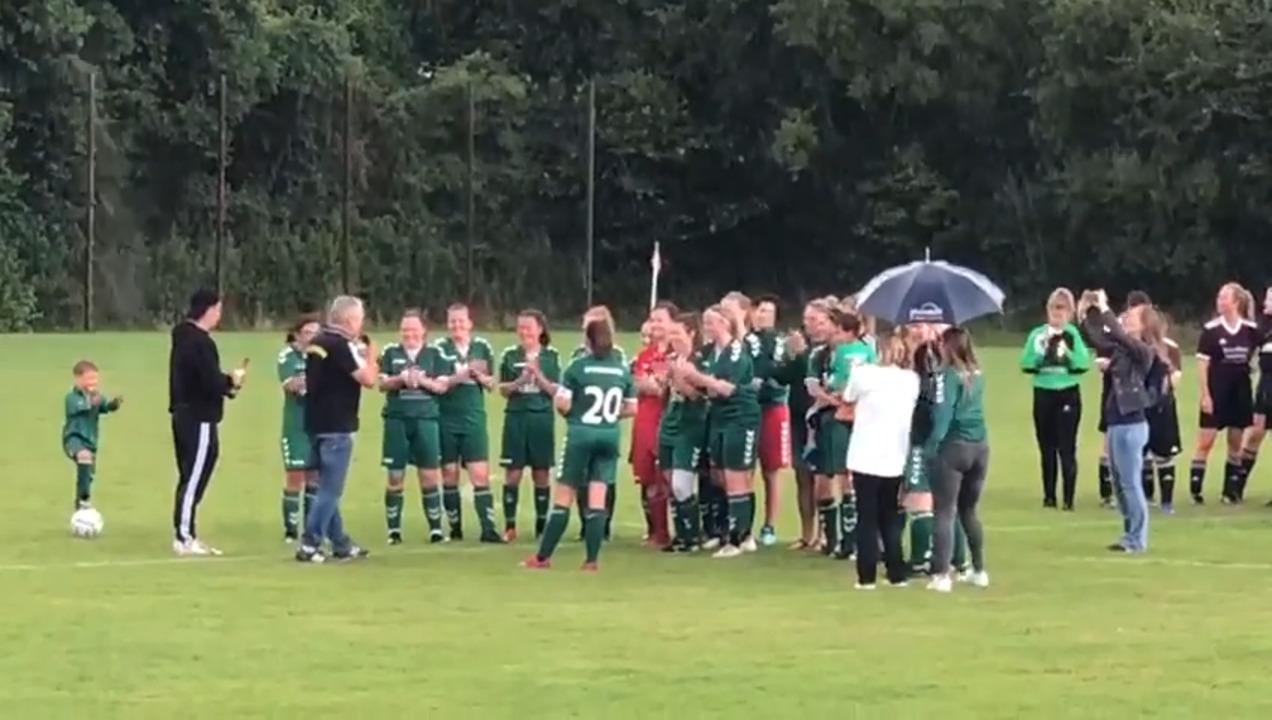 Die Damen des SV Grün-Weiß Siebenbäumen bei der Siegerehrung in Berkenthin