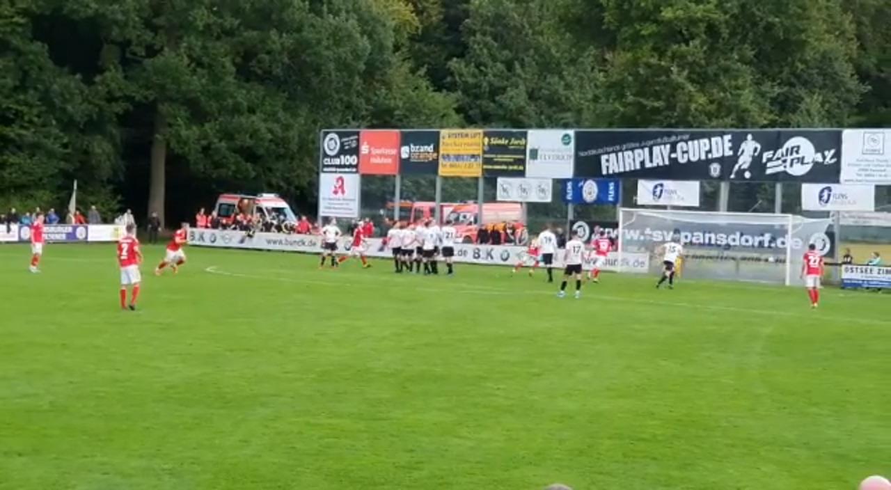 Der vierte Treffer des SV Eichede per direktem Freistoß von Fynn Rathjen.