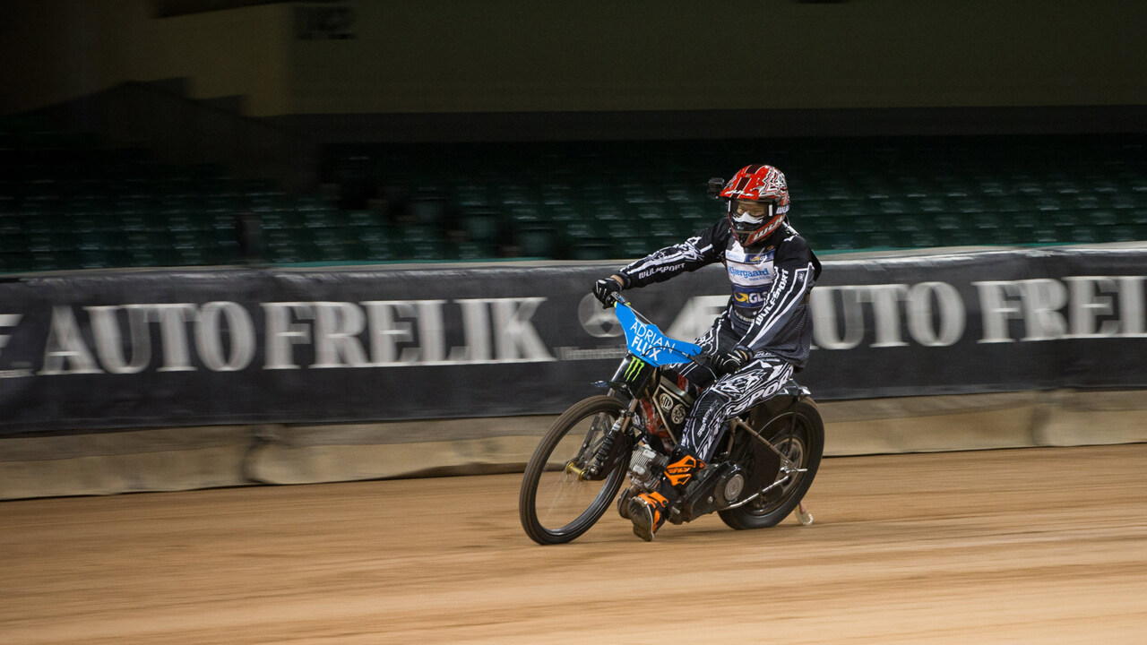 Video  This is what it s like to ride a Speedway GP bike (badly) b2bd6f7c8