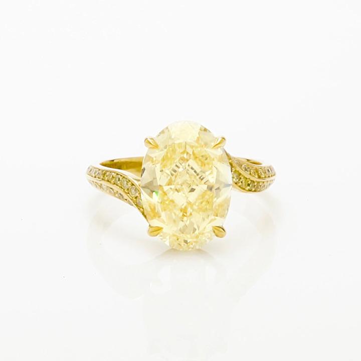 Oval Yellow Diamond High Jewellery Ring
