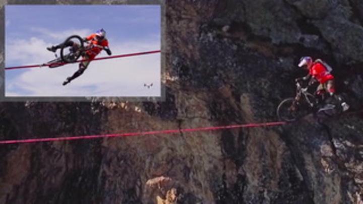 VILDT! Mand vil krydse 113 meter høj kløft på cykel - klarer han det uden at falde?