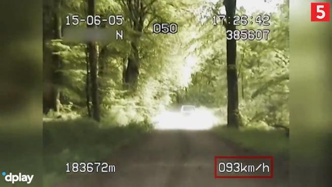 Vanvittigt klip: Politiet eftersætter rallybil på skovvej