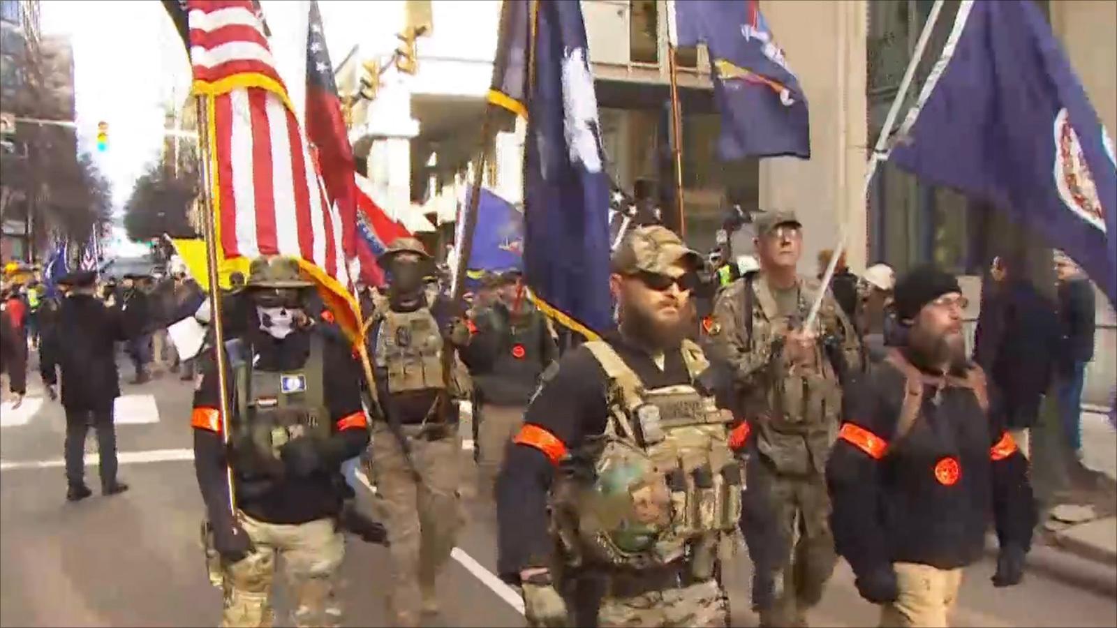 انتهت بسلام.. مظاهرة بولاية أميركية ضد تقييد حمل السلاح - aljazeera.net