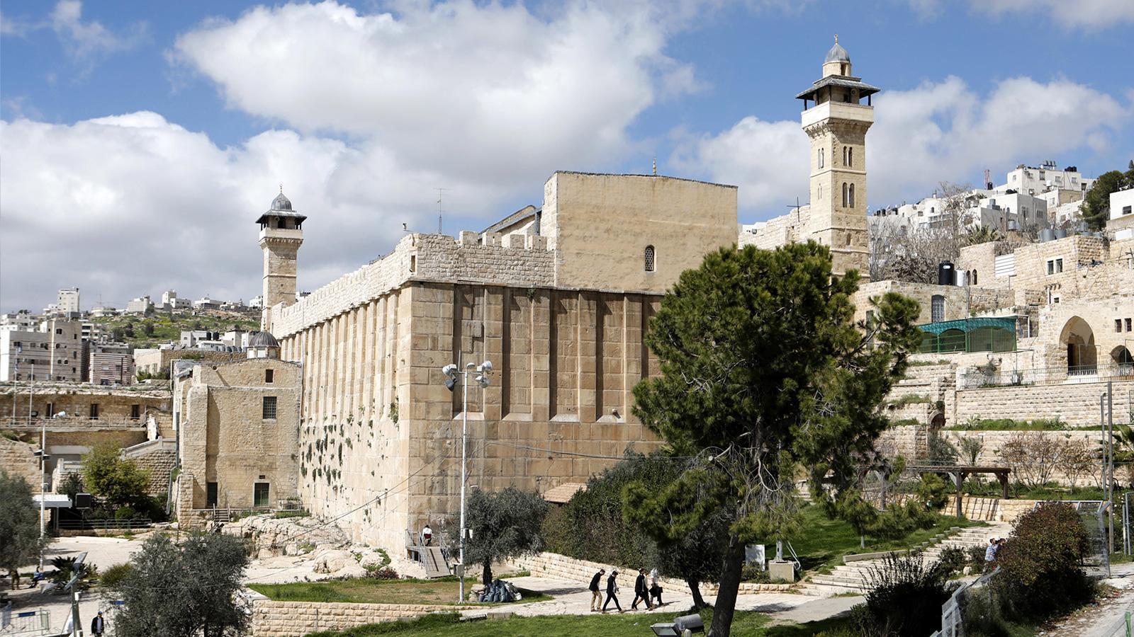 الاحتلال يصادق على سرقة الحرم الإبراهيمي