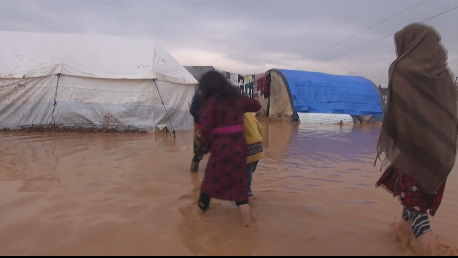Displaced Syrians appeal for international aid after floods
