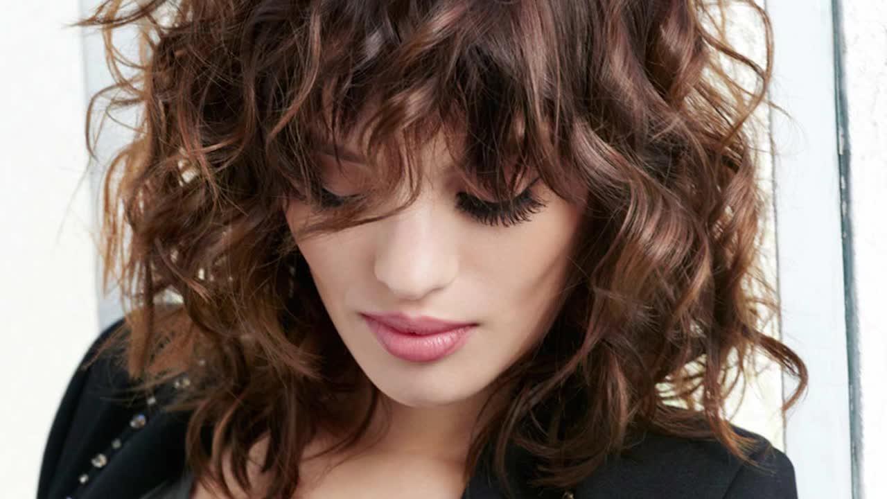 cheveux brun rouge, un look flamboyant : femme actuelle le mag