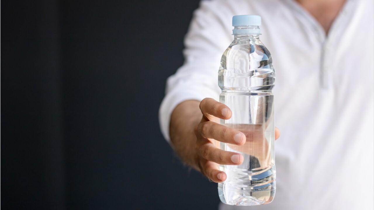FEMME ACTUELLE Ces erreurs que l'on fait tous en consommant de l'eau en bouteille ou du robinet