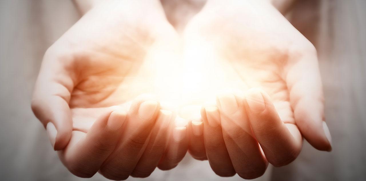 f746867adc Chiromancie : comment lire l'avenir dans les lignes de la main : Femme  Actuelle Le MAG