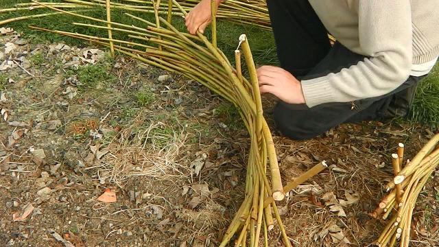 Jardinage : comment fabriquer une bordure en plessis ? - Bricolage ...