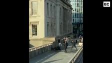 La Policía abate a una persona en el puente de Londres