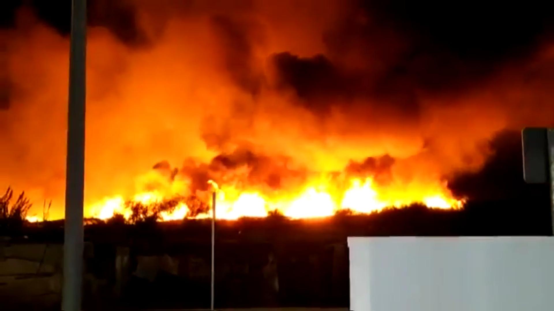 Un incendio arrasa el poblado chabolista de Lepe