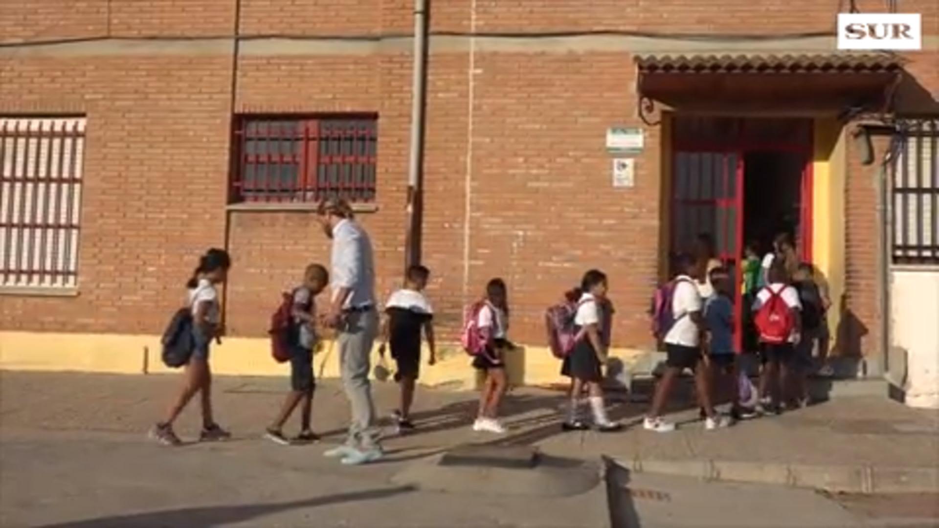 Juanma Moreno elige el colegio Manuel Altolaguirre de Málaga para inaugurar el curso 19-20